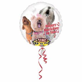 rund ballong i hvit med bilde av tre hunder med åpen mund som synger i vei
