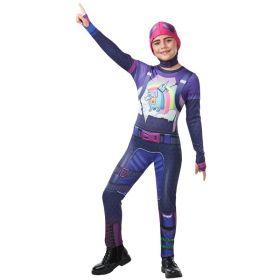 Bilde av en jente kledd i Fornite Brite Bomber kostyme. Lilla jumpsuit med tøffe detaljer og rosa hodeplagg