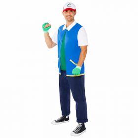 hvit og rød caps med grønn logo på midten, grønne hansker som ikke dekker hele fingerne, grønn t-skjorte og blå, veit og gul jakke.