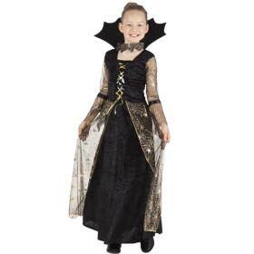 Bilde av en jente i Spindelrella Heks kostyme. Sort, lang kjole, høy krage, Ermene og overskjørtet i tyll med gullfarget spindelvev og edderkopper.
