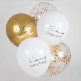 gull, hvit og gjennomsiktige lateks ballonger med forskjellige tekster hvor alle har noe løkkeskrift og resten blokkokstaver. al skrift er i grå og mørk grå