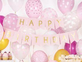 rosa banner med teksten happy birthday I skinnende gullskrift