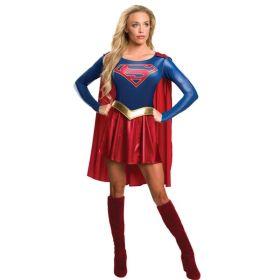 Bilde av en dame kledd ut i Super Girl kostyme. Blå topp, rødt skjørt, gullfarget belte og rød kappe.