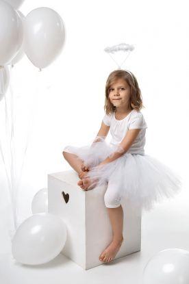 hvitt tutu skjørt som festes på med et hvitt bånd