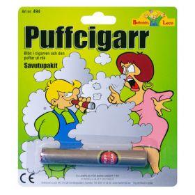 en falsk sigar med ekte sigarutseende som puffer ut ufarlig røyk når du blåser i den