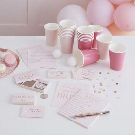 brikkespill hvor alt er i rosa med rosegull skrift på de ulike kortene til spillene.